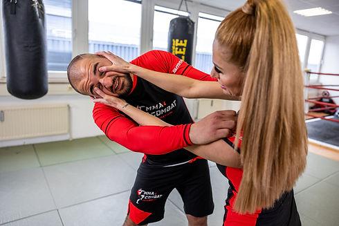 Training in Training für MMA, Thai- & Kickboxen, Wing Combat, BJJ, Wing Weapon, Kampfsport und Yoga & Fitnesskurse München Giesing