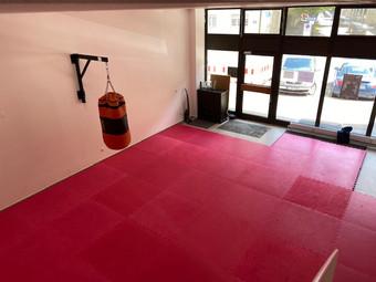 Trainingsraum für MMA, Thai- & Kickboxen, Wing Combat, BJJ, Wing Weapon, Kampfsport und Yoga & Fitnesskurse München Giesing