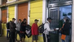 Companhia teatral surge como esperança na busca por alimentação no centro de São Paulo