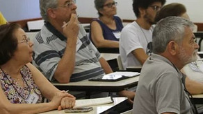 USP oferece  curso gratuito que ensina idosos a usar smartphones e tablets