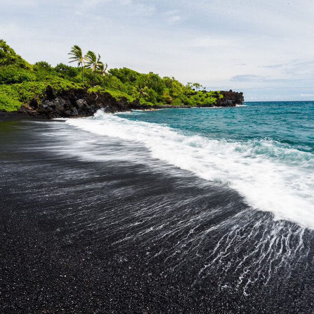black-sand-beach-punalu-u-beach-14895229