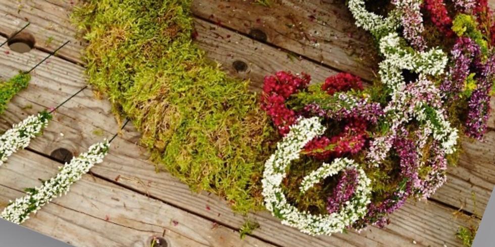 Herbstkranz mit Erikapflanzen. Gruppe 1
