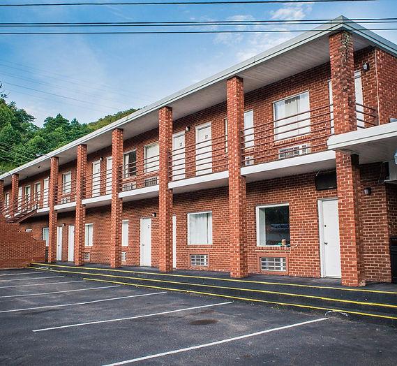 Trails Inn Motel, Hotel Man WV, Hatfieald & McCoy Trails