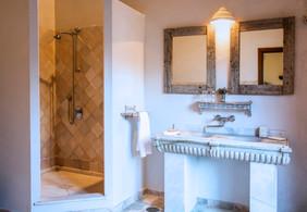 Room 7 bathroom_FBB3488-Editar-Editar.jp