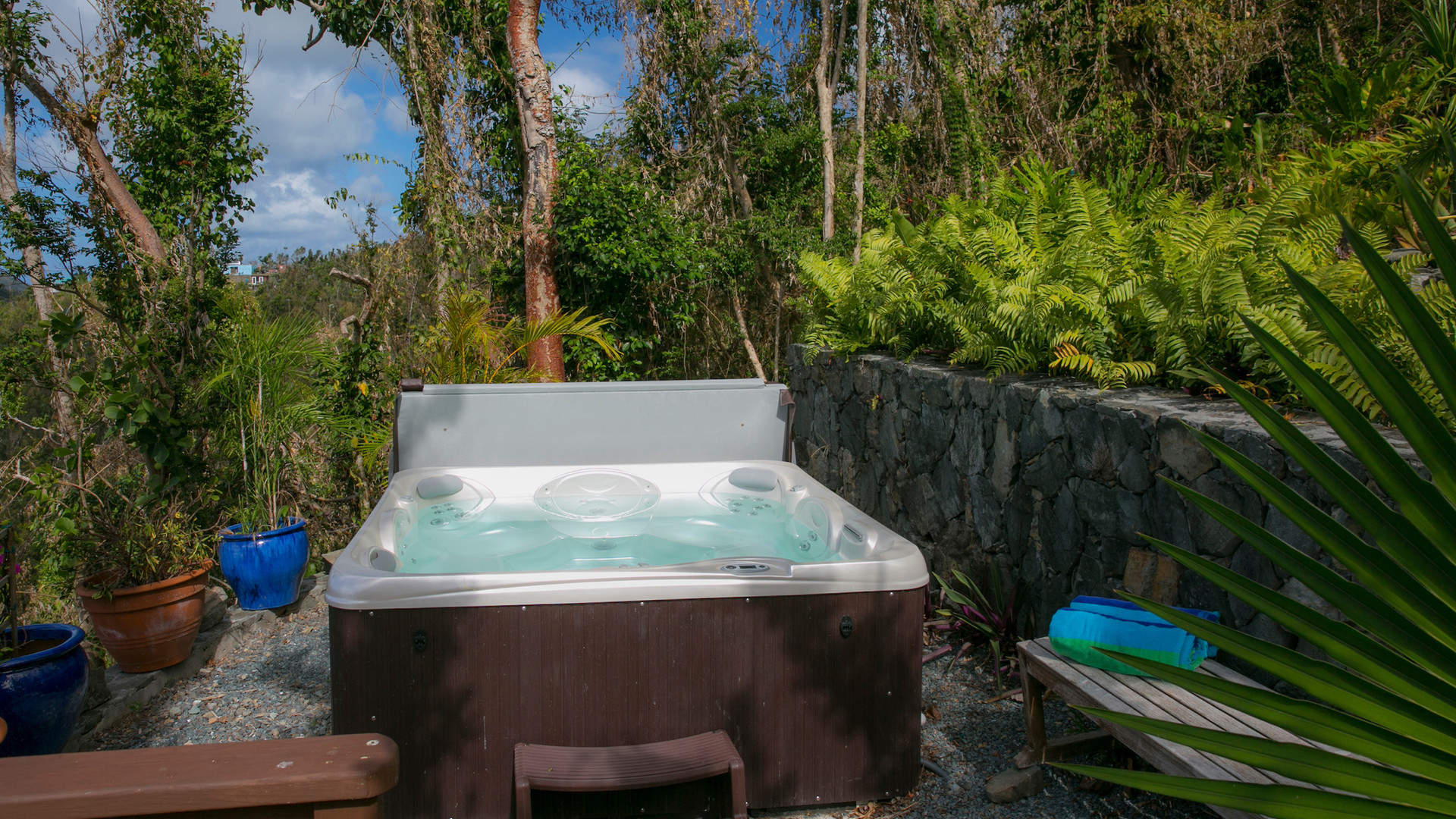 Private Hot Tub Setting
