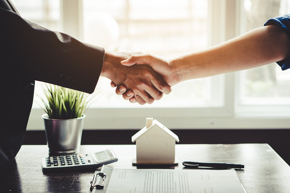 insurance agent multi-lines customer to give them better pricing