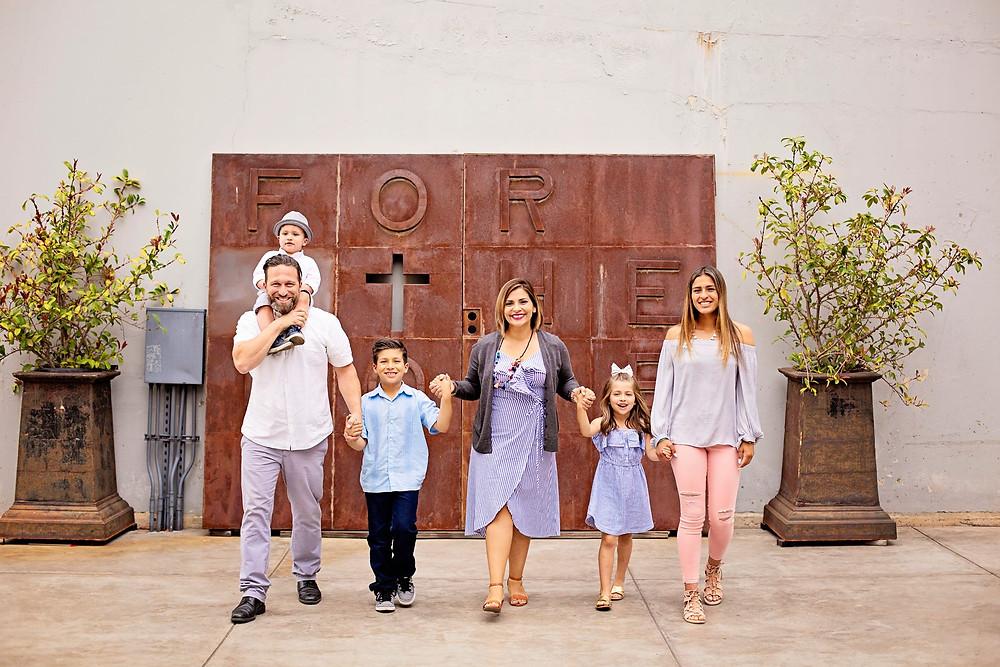 Fabio, his wife Nena, and their 4 kids family photo