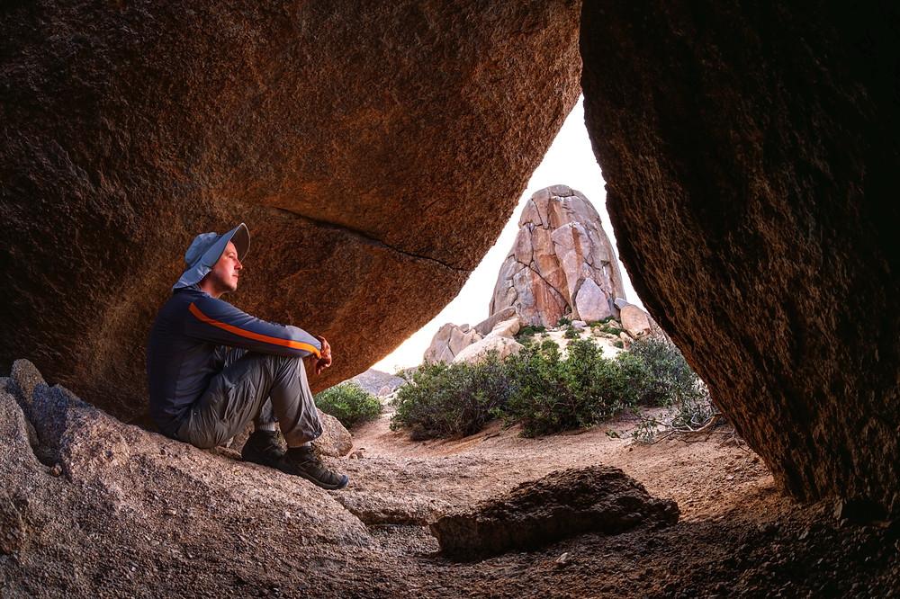 Pseudo-cave near Tom's Thumb
