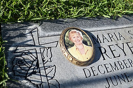 Oval-Picture-Frame-for-Tombstone.jpg