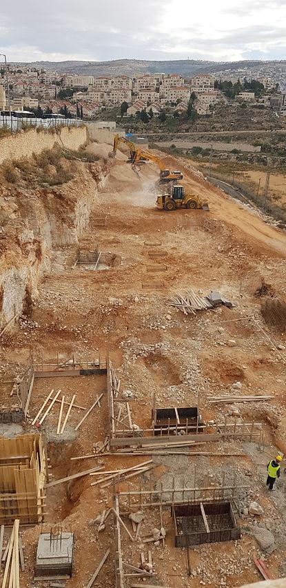 אתר בנייה בשלבים ראשונים