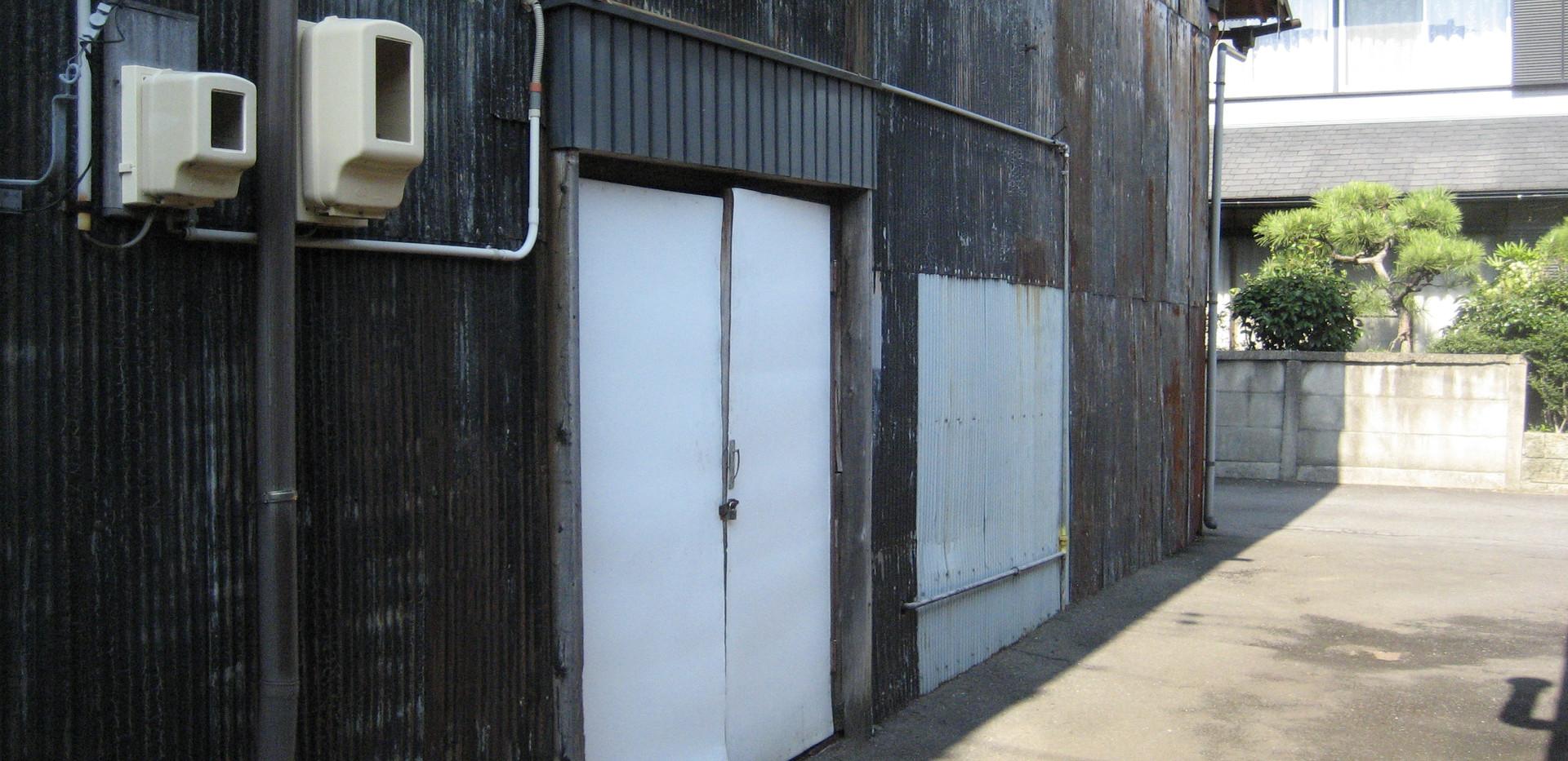 倉庫 K号室入口 南側方面からのビュー