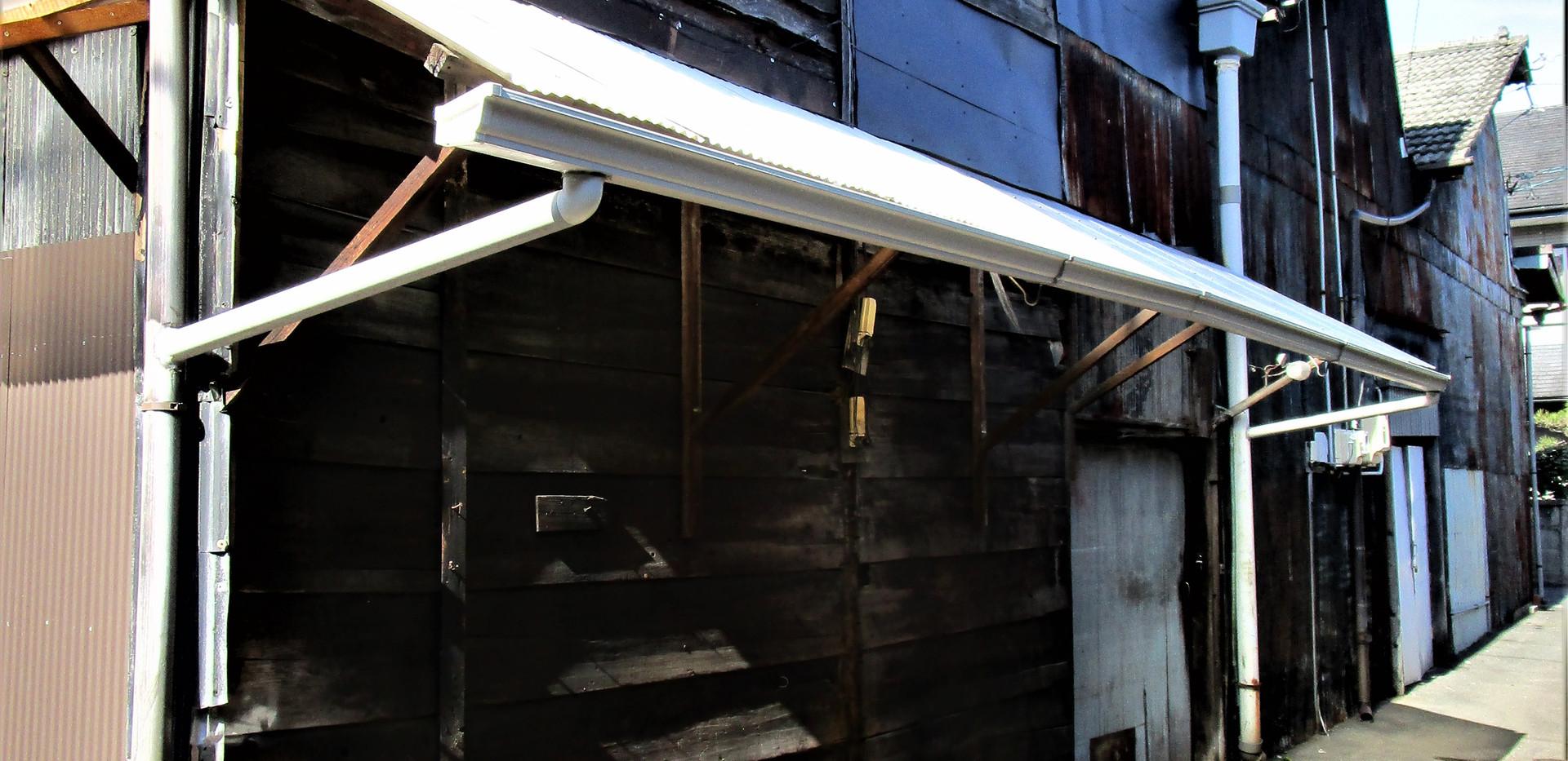 倉庫N号室の東壁面(入口)へのビュー
