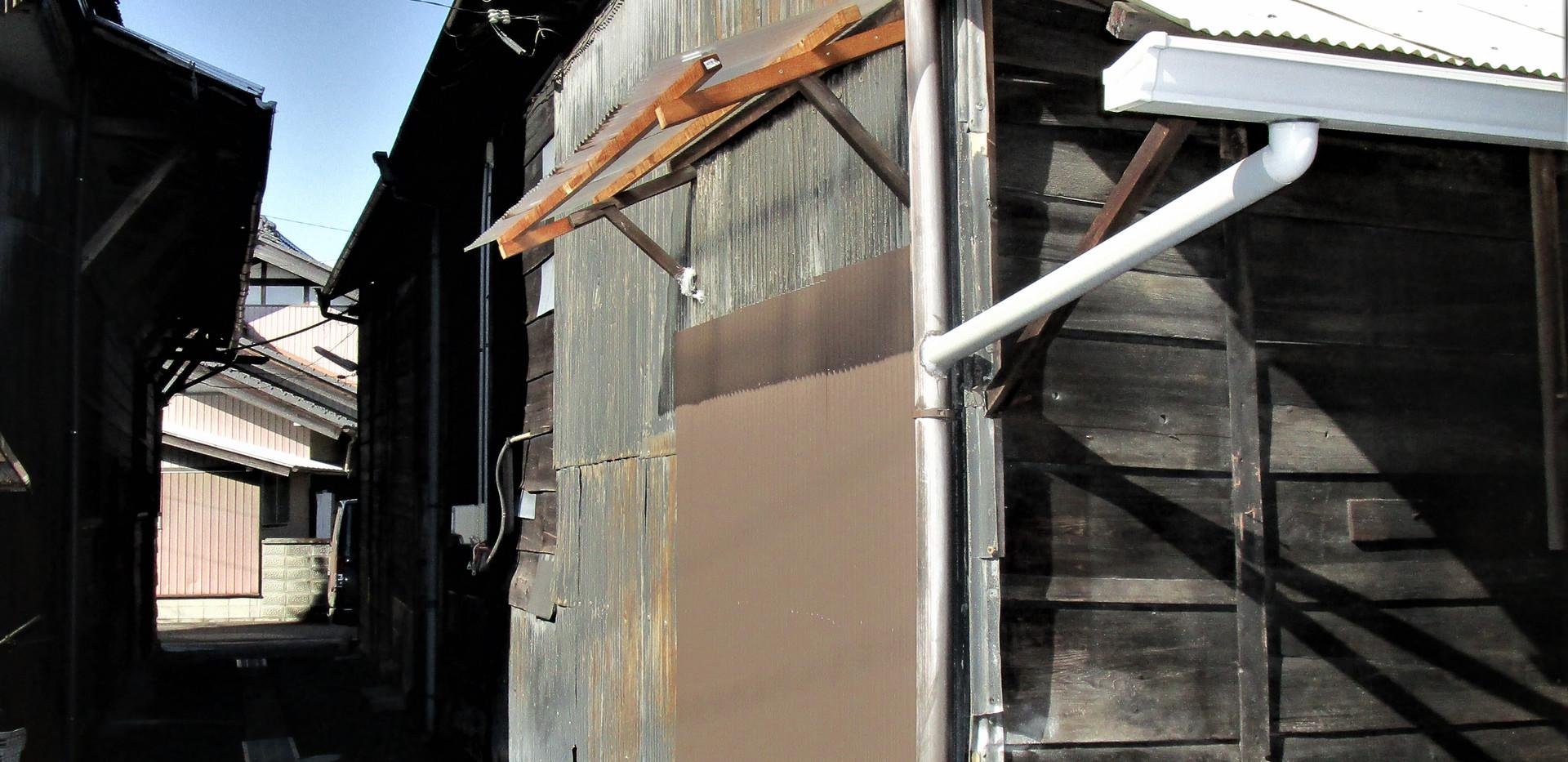 ビッグベン倉庫 N号室の南面・東面(入口面)へのビュー