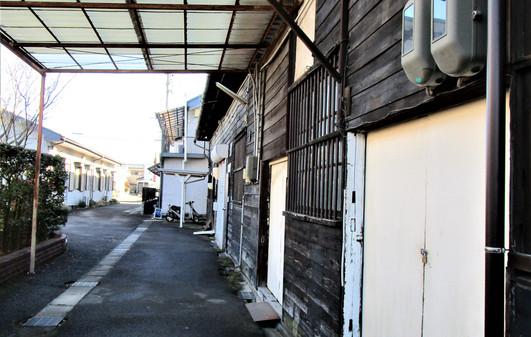 倉庫 E号室から公道方面へのビュー
