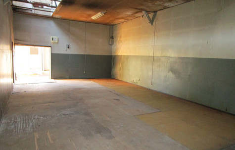倉庫 K号室内部 入口方面へのビュー
