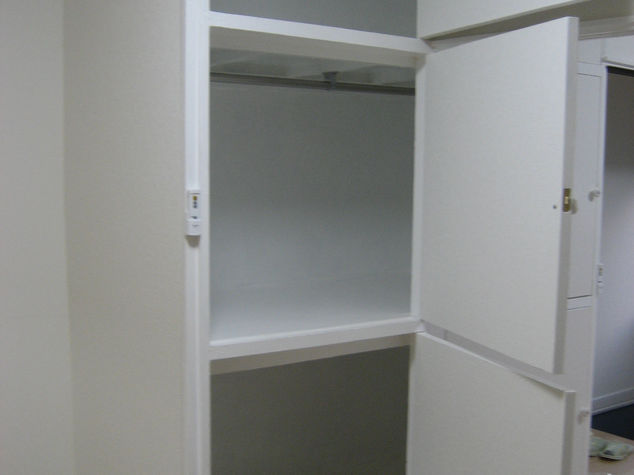 西側洋室の押入