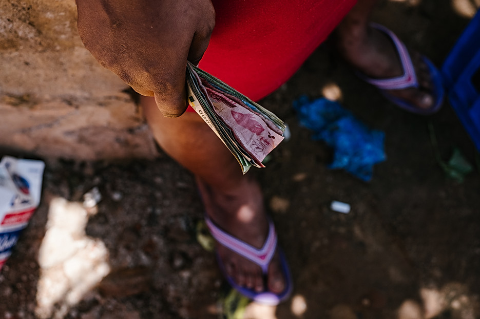 A sex worker holds kwacha, the Malawian currency.  - In Malawi, where poverty and unemployment remain high, many women turn to sex work – offering sexual services in exchange for payment of some sort - to support themselves and their families. Sex workers find themselves in high demand throughout night spots and drinking venues in cities of trade and along the busy trade and transport hubs, where truck drivers pass through.  Sex workers face much higher risks of contracting HIV, STIs and unwanted pregnancies than women not engaged in sex work. Overall, sex workers in Malawi are 5.4 times more at risk of contracting HIV than their counterparts in the general population.  Since 2014, MSF has been developing ways to reach sex workers and MSM (men who have sex with men) along main transport routes or busy centres of trade between Mozambique and Malawi through its 'key populations' projects. In Malawi, the project focuses only on female sex workers, and is located over four sites (across Mwanza, Dedza, Nsanje districts and Zalewa in Neno district ) and targeted towards female sex workers who each exist somewhere along the fluid continuum between 'transactional' and 'commercial' sex work. By the end of 2018, of the 5171 sex workers ever enrolled in the Malawi program, 1797 female sex workers were actively attending sessions and clinic visits at the four sites combined. Of the 5171 sex workers enrolled, out of 5021 tested, 2527 sex workers were HIV positive (50%) of which 1811 (72%) were enrolled onto the national ART program, while 863 (48%) were 'active' (seen within the last nine months) and 494/579 of the total were virally suppressed (85%).