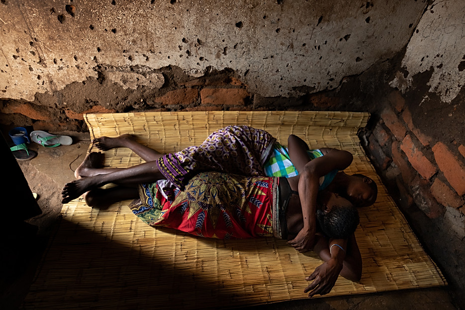 Two sex workers play on the grass mat in a rented room that is also used for clients in a compound in Nsanje Despite living closely together and providing solidarity and support to each other in times of trouble, uneasy tensions can also exist between sex workers who compete for the same clients. The individual need to survive under conditions of extreme poverty can bring jealousy, competition and even ruthlessness.  - In Malawi, where poverty and unemployment remain high, many women turn to sex work – offering sexual services in exchange for payment of some sort - to support themselves and their families. Sex workers find themselves in high demand throughout night spots and drinking venues in cities of trade and along the busy trade and transport hubs, where truck drivers pass through.  Sex workers face much higher risks of contracting HIV, STIs and unwanted pregnancies than women not engaged in sex work. Overall, sex workers in Malawi are 5.4 times more at risk of contracting HIV than their counterparts in the general population.  Since 2014, MSF has been developing ways to reach sex workers and MSM (men who have sex with men) along main transport routes or busy centres of trade between Mozambique and Malawi through its 'key populations' projects. In Malawi, the project focuses only on female sex workers, and is located over four sites (across Mwanza, Dedza, Nsanje districts and Zalewa in Neno district ) and targeted towards female sex workers who each exist somewhere along the fluid continuum between 'transactional' and 'commercial' sex work. By the end of 2018, of the 5171 sex workers ever enrolled in the Malawi program, 1797 female sex workers were actively attending sessions and clinic visits at the four sites combined. Of the 5171 sex workers enrolled, out of 5021 tested, 2527 sex workers were HIV positive (50%) of which 1811 (72%) were enrolled onto the national ART program, while 863 (48%) were 'active' (seen within the last nine months) and 494/579 of the total were virally suppressed (85%).