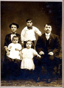 Mary and Jan Siarkowicz, children Joe, Millie, Edward