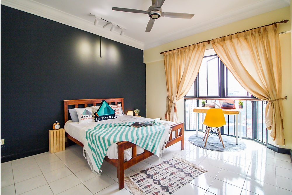 room to rent in KL Sentral, kuala lumpur, malaysia, big room, clean, modern, study table, desk, chair, bedsheet, spacious, minimalistic decoration