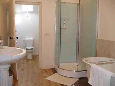 Badkamer 2 met ligbad
