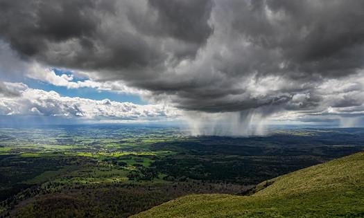 Regenbuitje bij de Puy de Dome