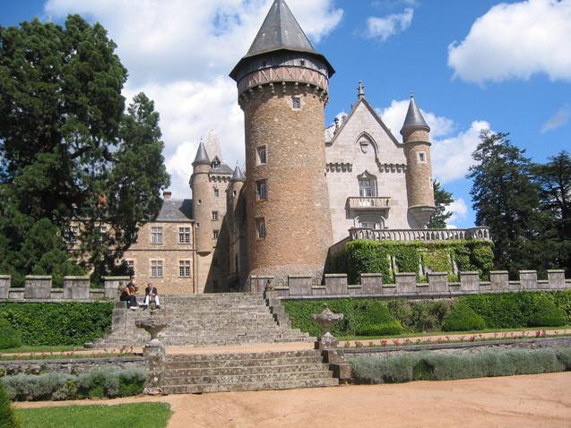 Chateau de Busset (op 33 km)