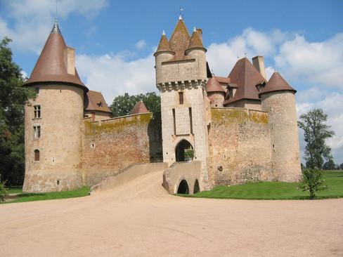 Chateau de Thoury (op 47 km)