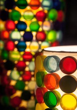 Lámparas con tapitas recicladas