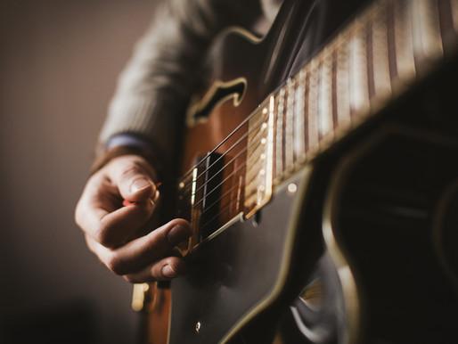 5 wichtige Schlagmuster für Gitarre