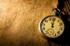 Relógio de mão antigo com visor rachado