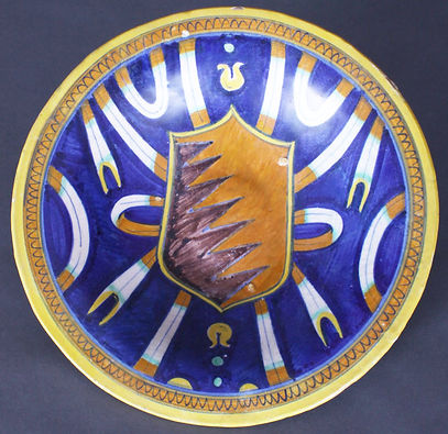 Faenza (Italy), tondino with arms of Bentivoglio, lords of Bologna, beginning of 16th century.