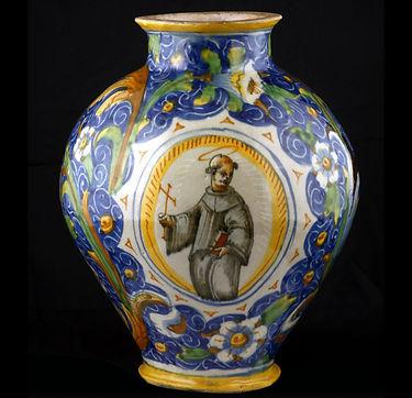 Venise (Italie), vase avec Saint François dans un médaillon. Atelier de Maestro Domenico.Vers 1560.