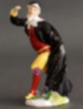 Meissen, figurine en porcelaine représentant Pantalone de la série de la Comedia del Arte pour le duc de Weissenfels, modèle de J.J. Kandler et P. Reinicke, vers 1743. Marquée.  H. 13,3 cm.