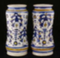 Montelupo (Italy), pair of albarelli with Persian palmette. 16th cenury.