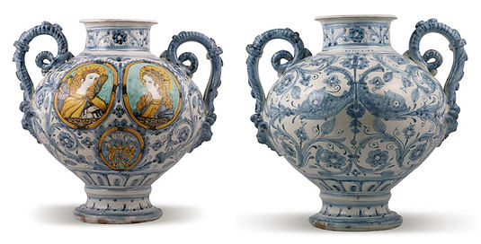Sienne (Italy) pair of vases with arms of Santa Maria convent of Servi. Dates 1661. Workshop of Chigi di S. Quirico d'Orcia.