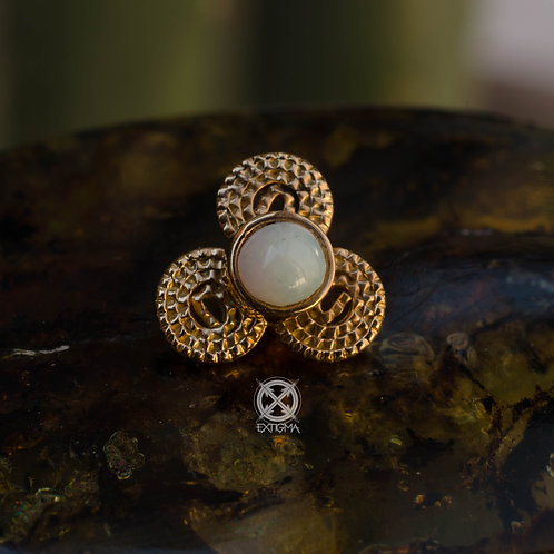 Triskell con opalo blanco - antigüedad