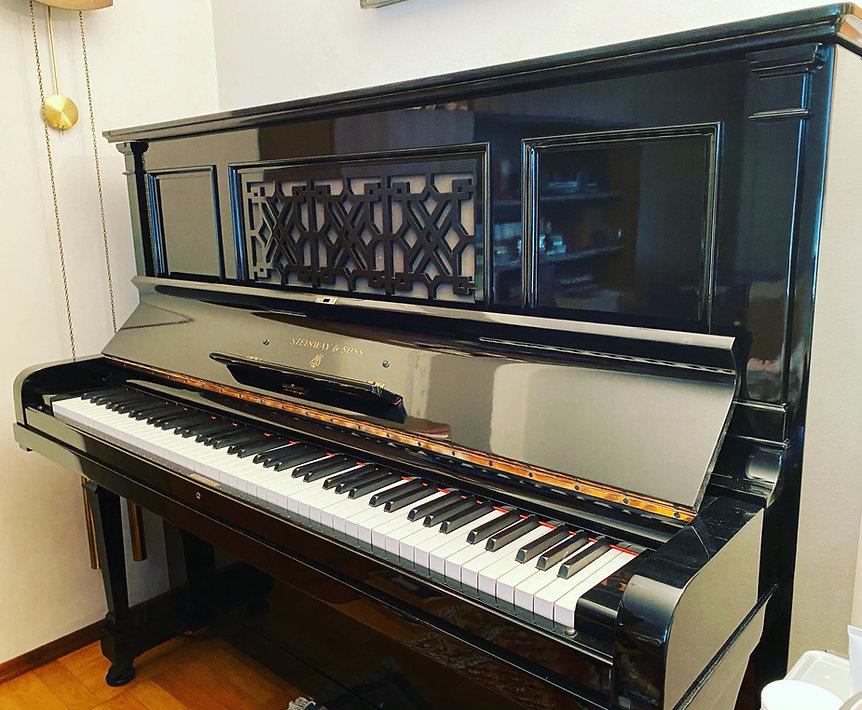 Steinway & Sons K Klavier wurde im Pianohaus Schwarzer schwarz hochglanz lackiert