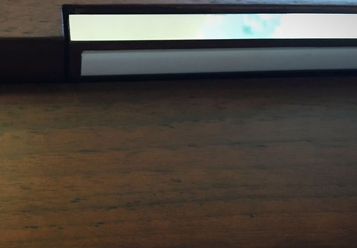 Die einegebaute Notenpultleucht fährt beim einschalten nach vorne - Ein geniales Design Accesoire