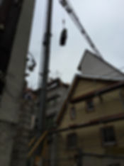 Klaviertransport über den Dächern von Mosbach