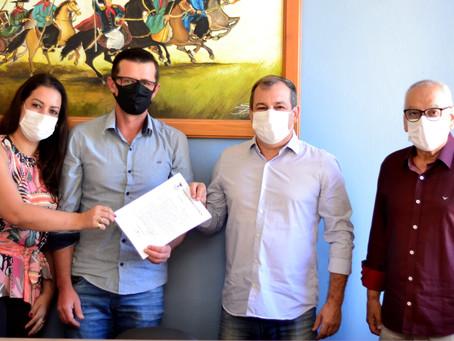 Prefeitura de Piratini assina convênio com Hospital