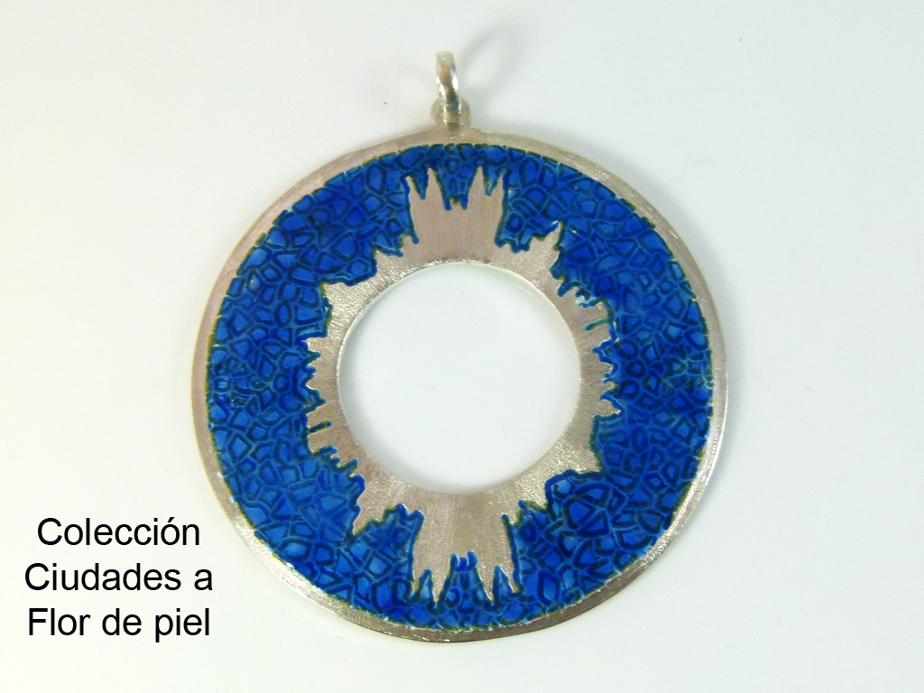 Dije_Colección_Ciudades_a_flor_de_piel_Barcelona_Ciudad_Mosaico_Plata_950_Esmaltes_al_fuego