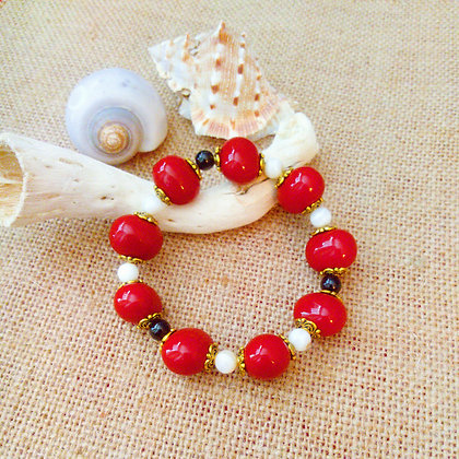 Shell and Onyx Bracelet