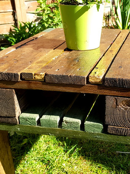 Garden table - end.jpg
