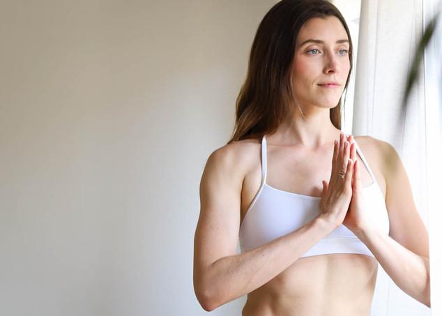 """<img src=""""yoga photo.jpg"""" alt=""""yoga photoshoot yoga pose namaste"""">"""