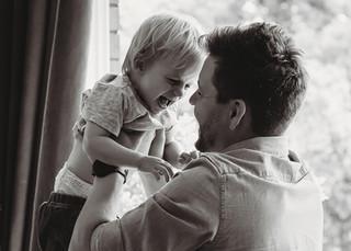 "<img src=""family photo.jpg"" alt=""Family photoshoot Fatherhood Father holiding up laughing son"">"