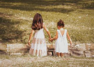 """<img src=""""family photo.jpg"""" alt=""""Family photoshoot sisters holding hands in white dresses"""">"""
