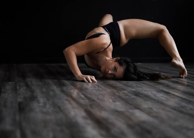 """<img src=""""pole dancer photo.jpg"""" alt=""""dancer making shapes on the floor"""">"""