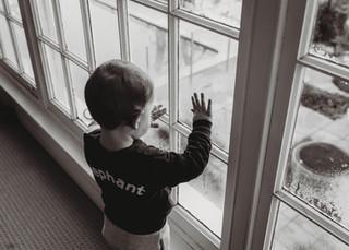 "<img src=""family photo.jpg"" alt=""Family photoshoot boy infront of window"">"