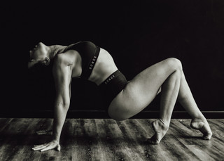 """<img src=""""pole dancer photo.jpg"""" alt=""""dancer pointed toes and strength on the floor in black and white"""">"""